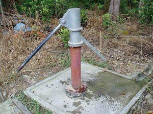 800px-Water_pump